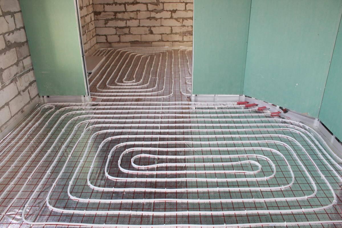 Теплый водяной пол в квартире: укладка в стяжку