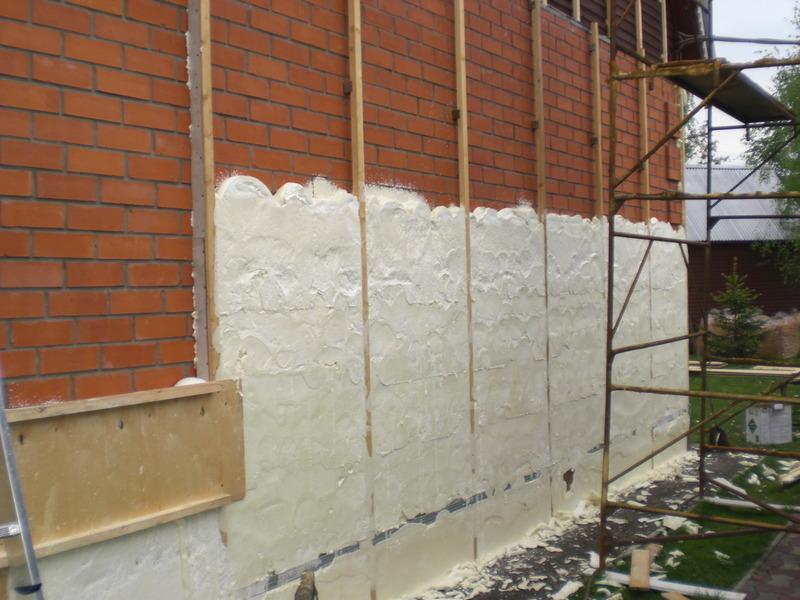 Пена — утеплитель для стен. стоит ли утеплять дом пеной