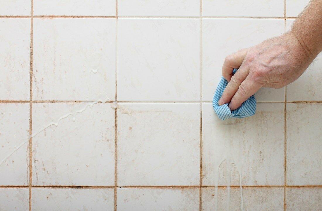 Как и чем отчистить плитку в ванной, на кухне: магазинные, домашние средства