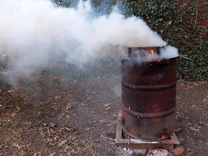 Сделать печь для сжигания мусора на дачесвоими руками