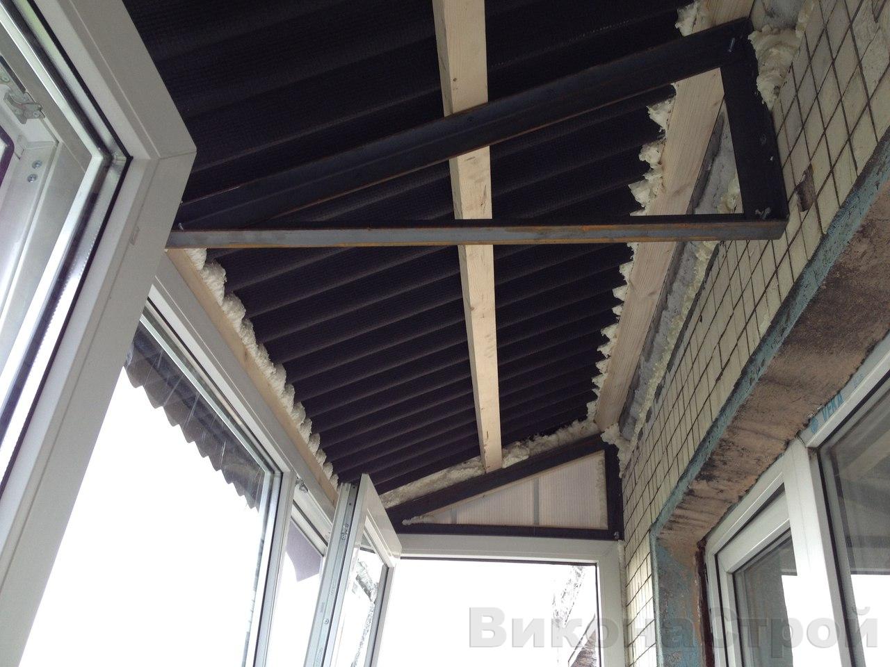 Установка крыши и остекление балкона на последнем этаже