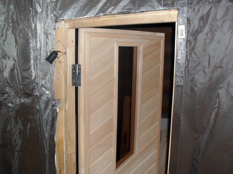 Утепляем дверь в баню и парилку - uteplenieplus.ru