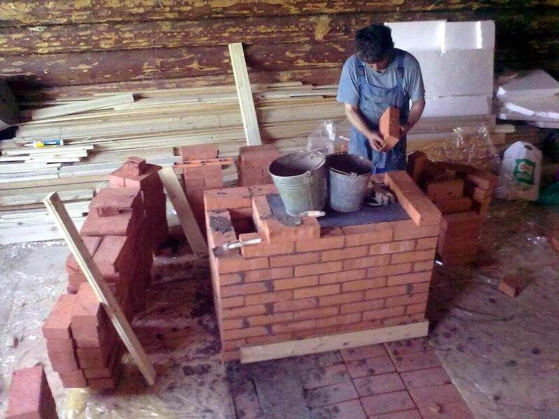 Не в тесноте и не в обиде: маленькая кирпичная печь прогреет весь дом и не займет много места