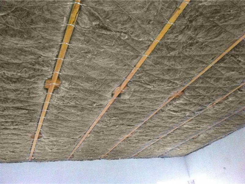 Как крепить утеплитель к потолку: как закрепить утеплитель на потолке изнутри, снизу, как крепить минвату, крепление, как прикрепить, чем приклеить минеральную вату