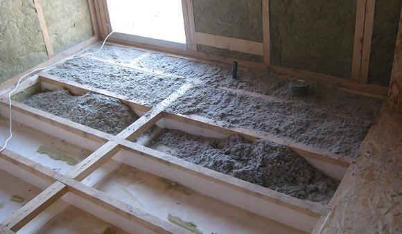 Утепление пола в деревянном доме: разновидности утеплителей и порядок работ