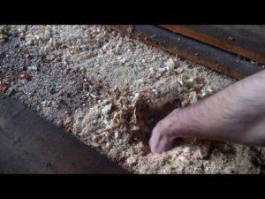 Утепление пола опилками в доме: пошаговая инструкция