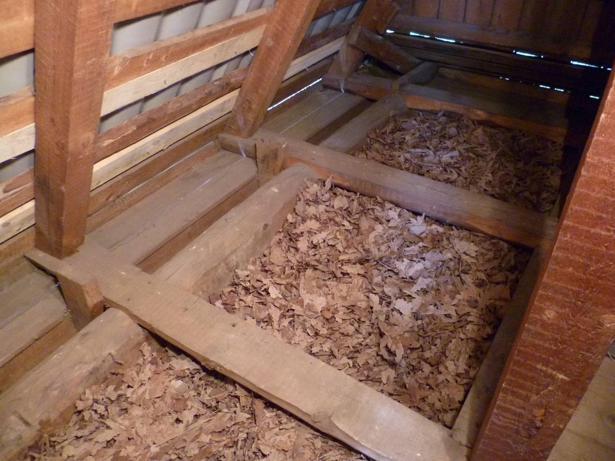 Утепление опилками: как утеплить пол в частном доме и баню? опилки с известью и глиной, пропорции, теплопроводность древесных опилок, утепление крыши и стен