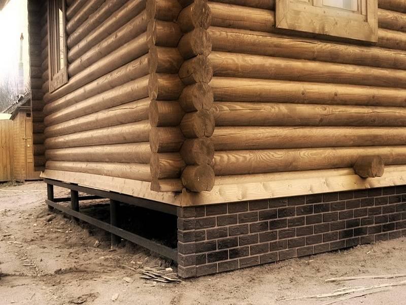 Как устроено утепление пола в деревянном доме на винтовых сваях