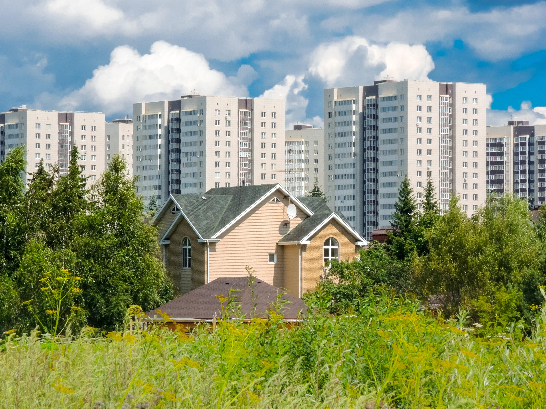 Свой дом по сравнению с квартирой. что комфортнее и выгоднее? на сайте недвио