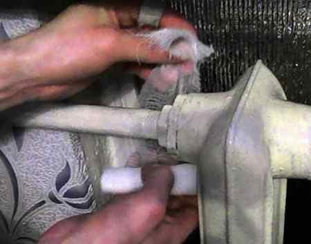 Чем можно замазать стыки если течёт канализационная труба