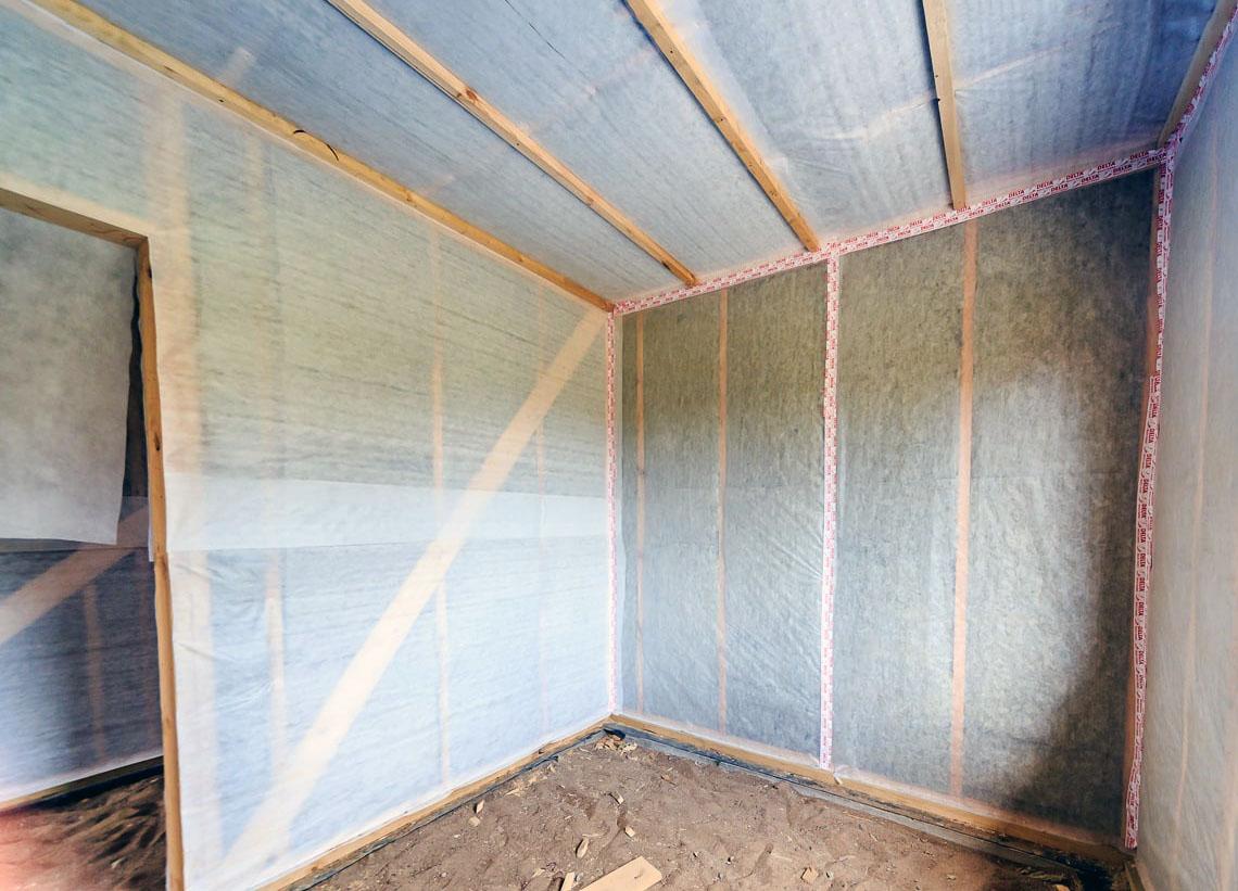 Какой утеплитель лучше подойдет для стен внутри дома на даче: виды, особенности и сравнение