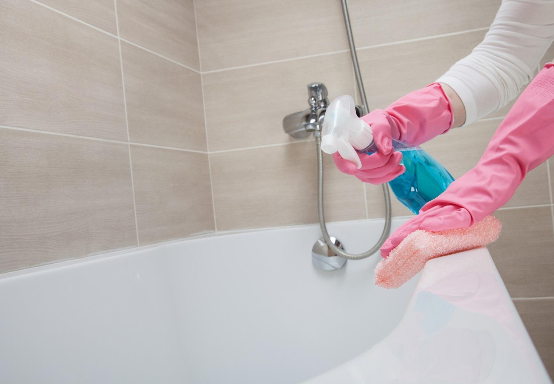 7 грубых ошибок, которые вы совершаете во время уборки в ванной :: инфониак