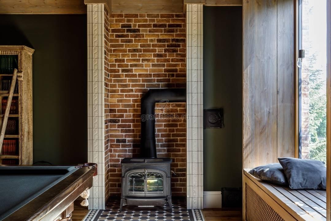 Камины для загородного дома (57 фото): примеры в интерьере, современные из кирпича, подвесные и другие камины для отопления, как выбрать