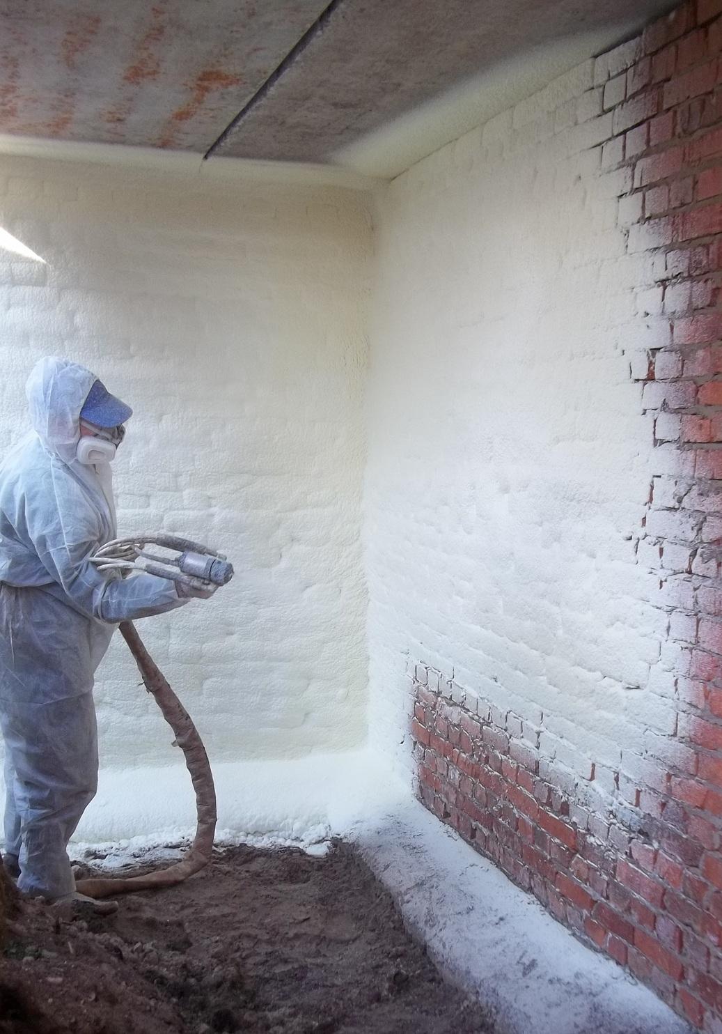 Особенности и преимущества утепления стен пенополиуретаном