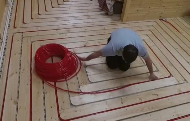 Теплый водяной пол в деревянном доме: описываем досконально