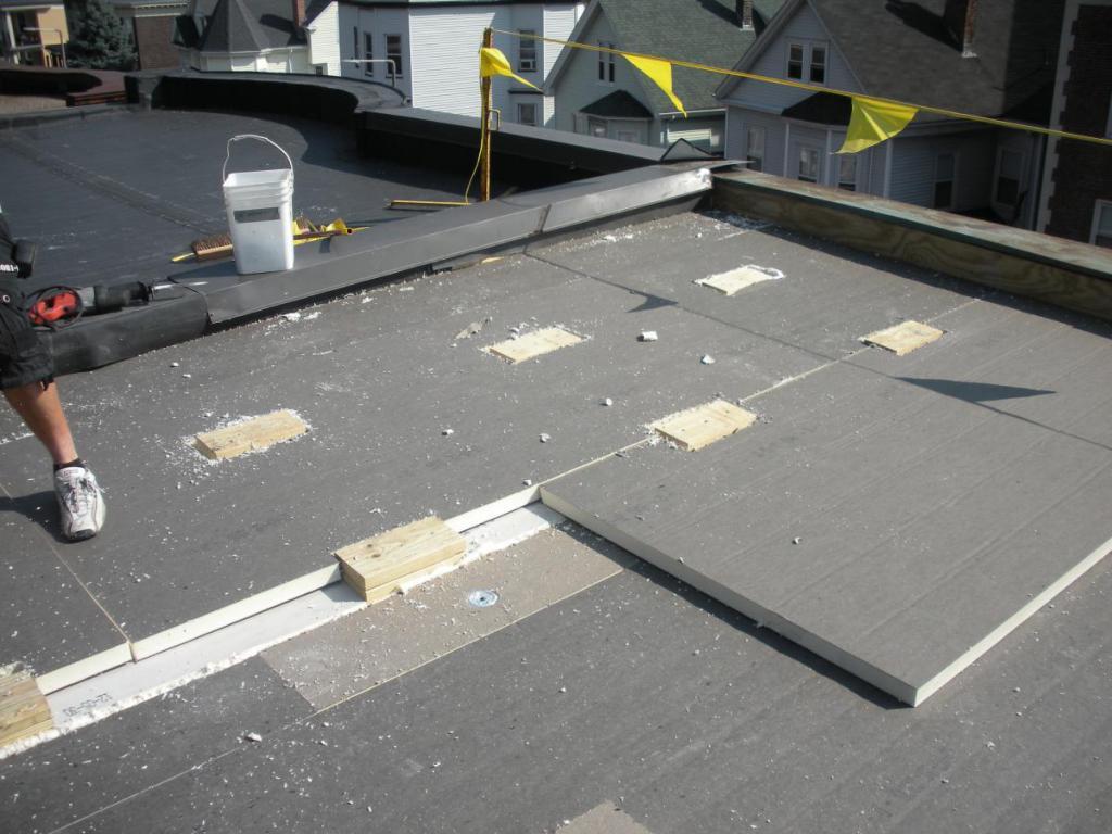 Утепление плоской крыши частного дома: решения для эксплуатируемой и неэксплуатируемой кровли