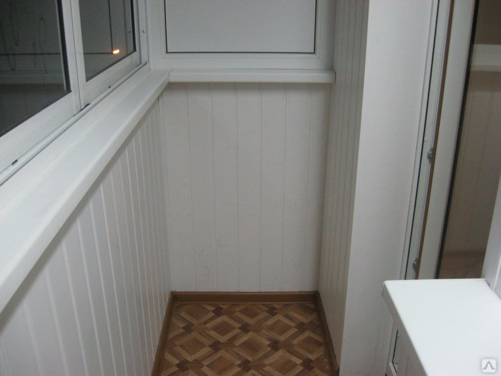 Делаем на балконе потолок из пластиковых панелей: особенности материала и монтажа.