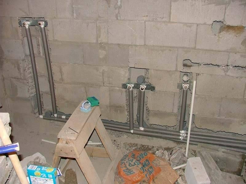 Прячем трубы отопления в стене плюсы и минусы прокладки в панельных и кирпичных домах, способы монтажа