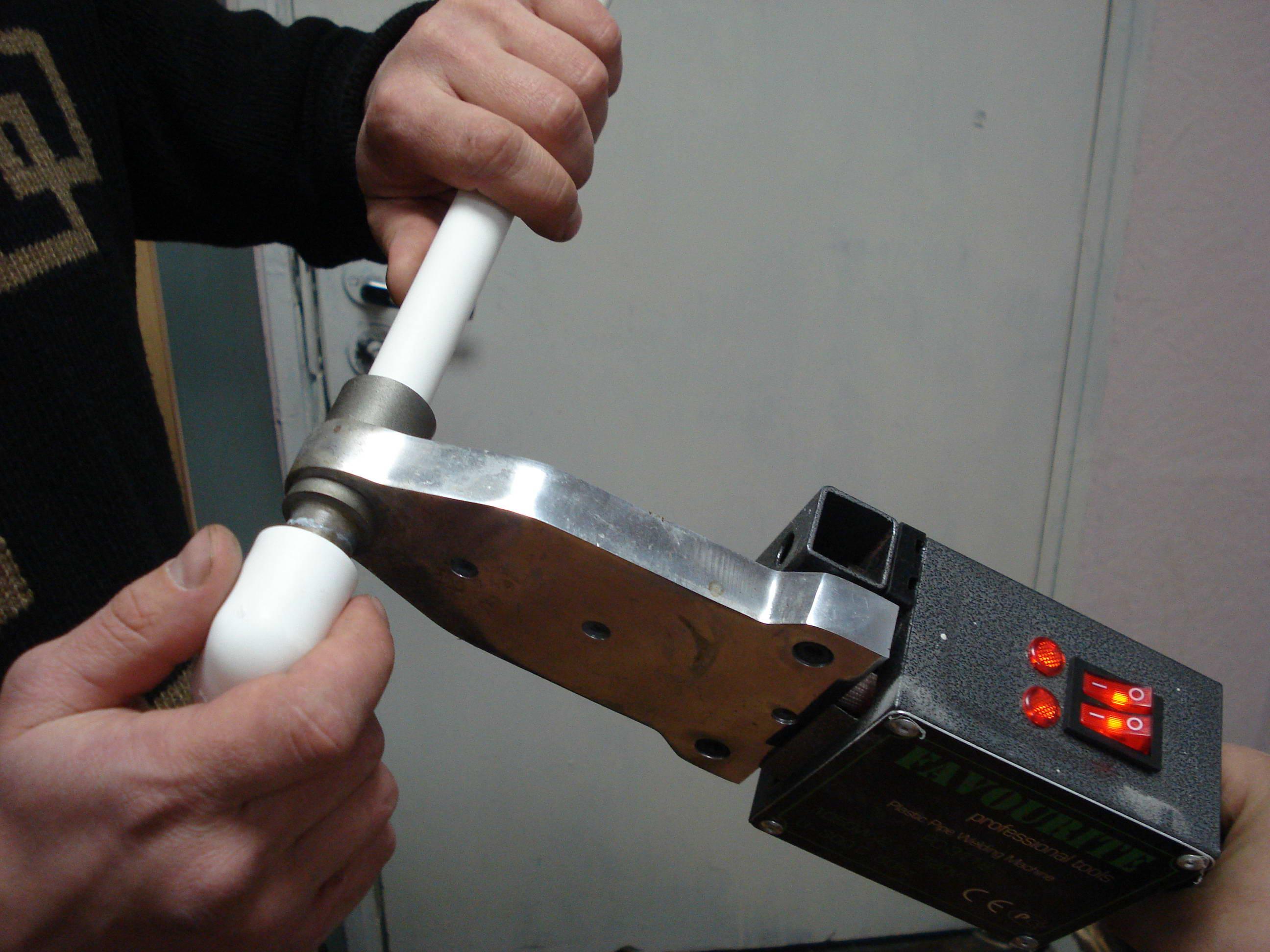 Пайка пвх труб своими руками – видео инструкции как паять, а так же какой выбрать паяльник и другой инструмент