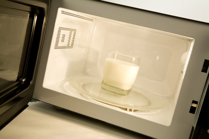 Можно ли греть грудное молоко в микроволновке