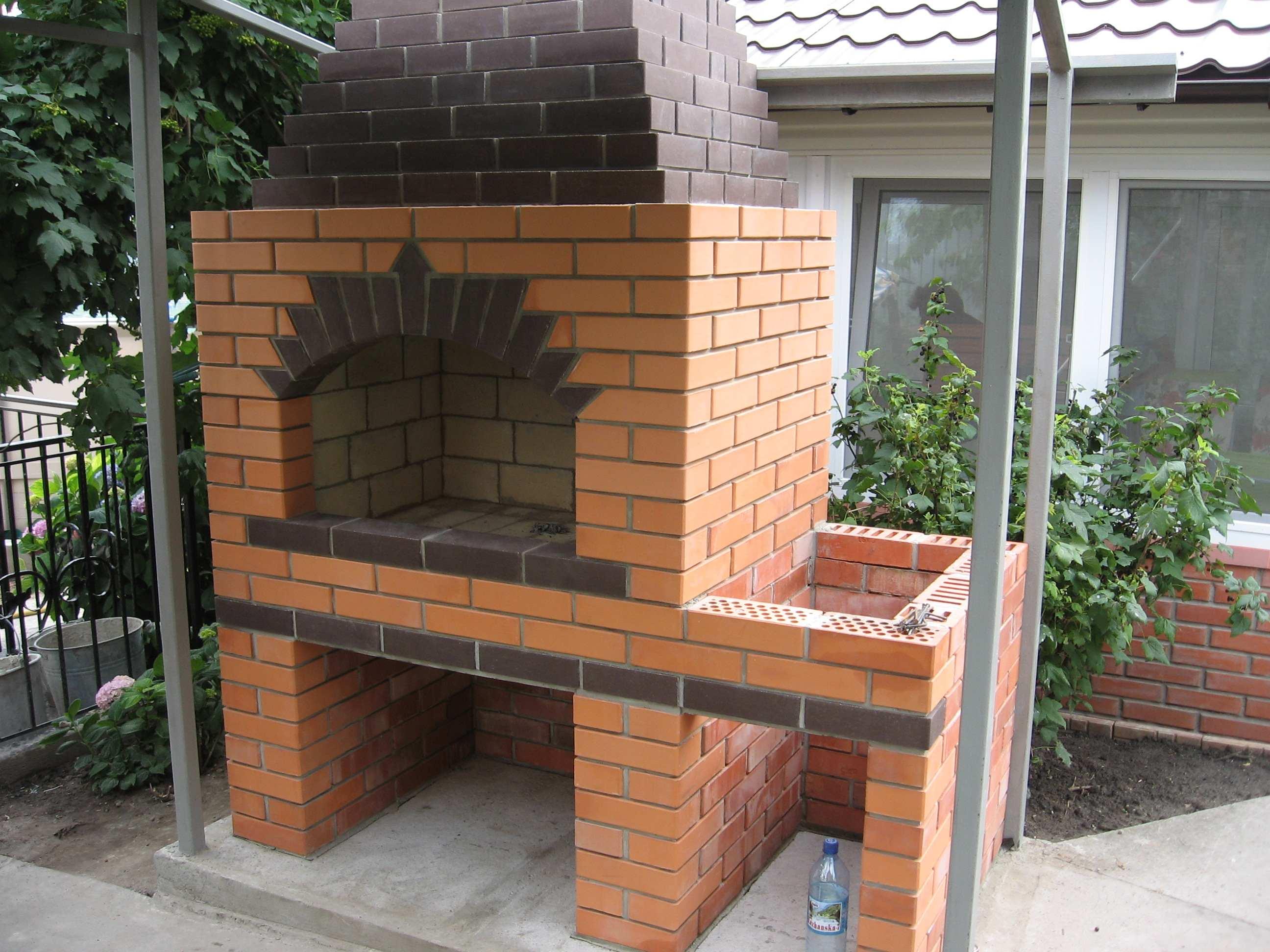 Уличная печь – идеальный вариант для организации зоны барбекю на открытом воздухе