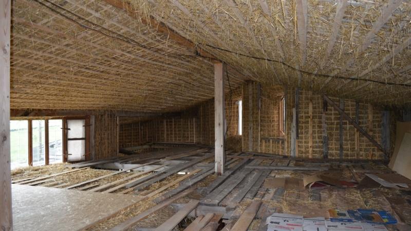 Как и чем правильно утеплить потолок дома с холодной кровлей
