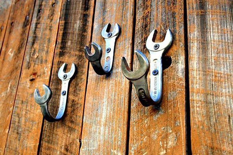 Крючки для вешалки: выбор и установка