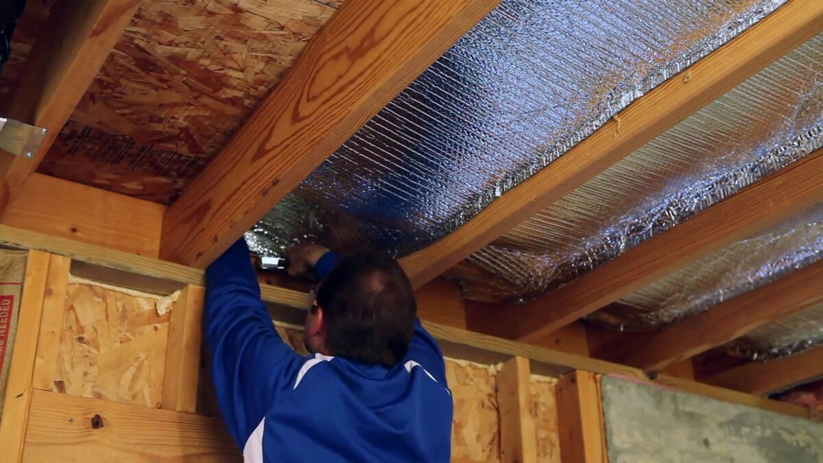 Технологии утепления потолка в деревянном доме