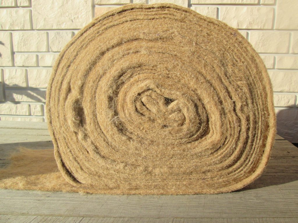 Утепление деревянного дома джутом: виды, преимущества, процесс укладки на брус