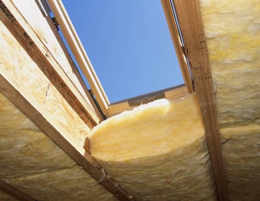 Утепление потолка в деревянном доме: как утеплить минватой, какой утеплитель лучше выбрать, утепляем своими руками