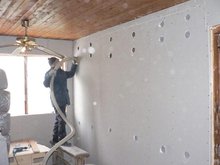 Чем утеплять стены изнутри дома: выбираем лучший утеплитель
