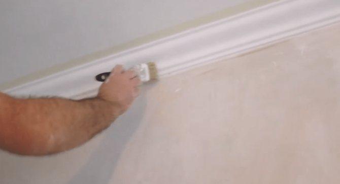 Как самостоятельно покрасить потолочную плитку?