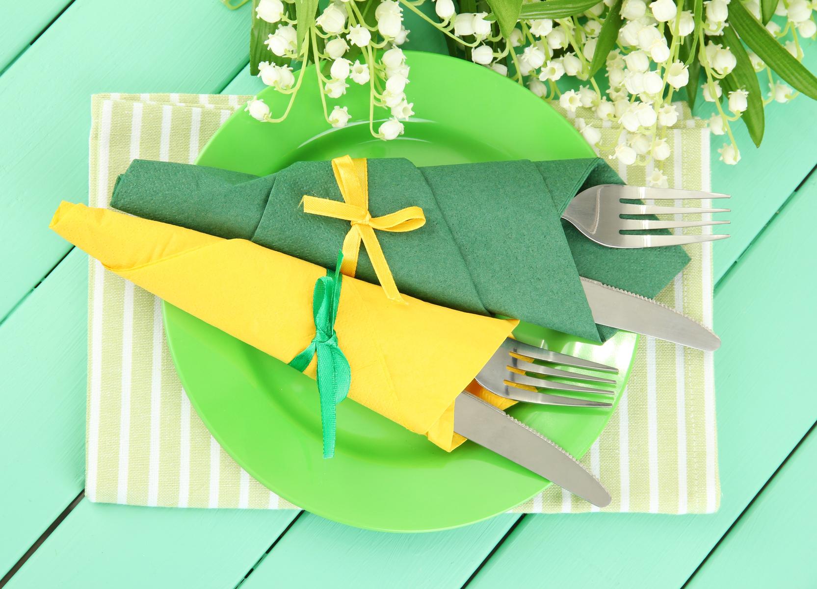Как складывать тканевые салфетки для праздничной сервировки стола