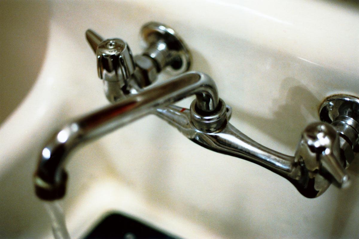 Замена кран-буксы в двухвентильном смесителе — пошаговая инструкция