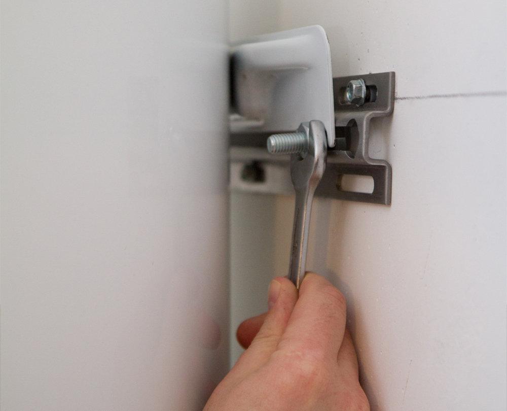 Как повесить и закрепить водонагреватель на стенах разного типа: деревянной, из пеноблоков, гипсокартон и другие