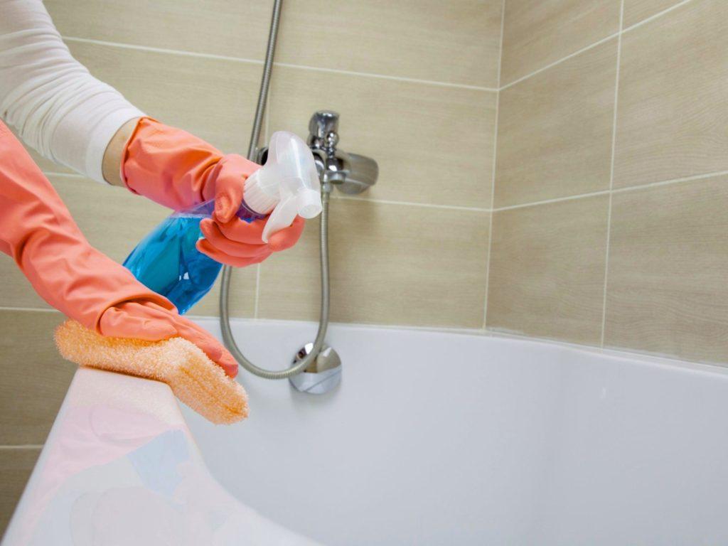 Как отмыть душевую кабину от мыльных разводов и известкового налета
