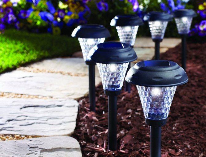 Фонари для сада: светильники на солнечных батареях в ландшафтном дизайне