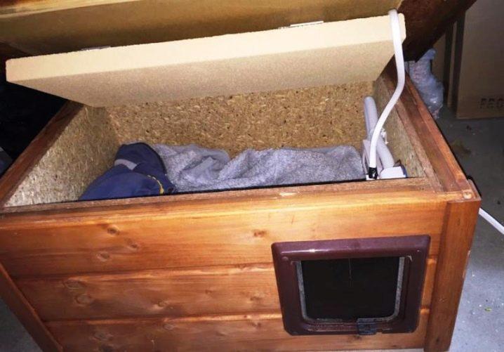 Теплые будки для собак (38 фото): особенности утепленных собачьих будок, подстилки с подогревом на зиму, варианты утепления пола