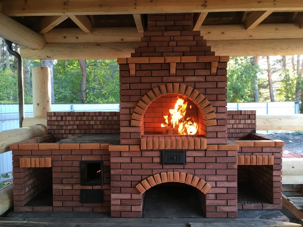 Мангалы-печи (33 фото): уличная чугунная печка с крышей для дачи, модели-камины с дымоходом для улицы