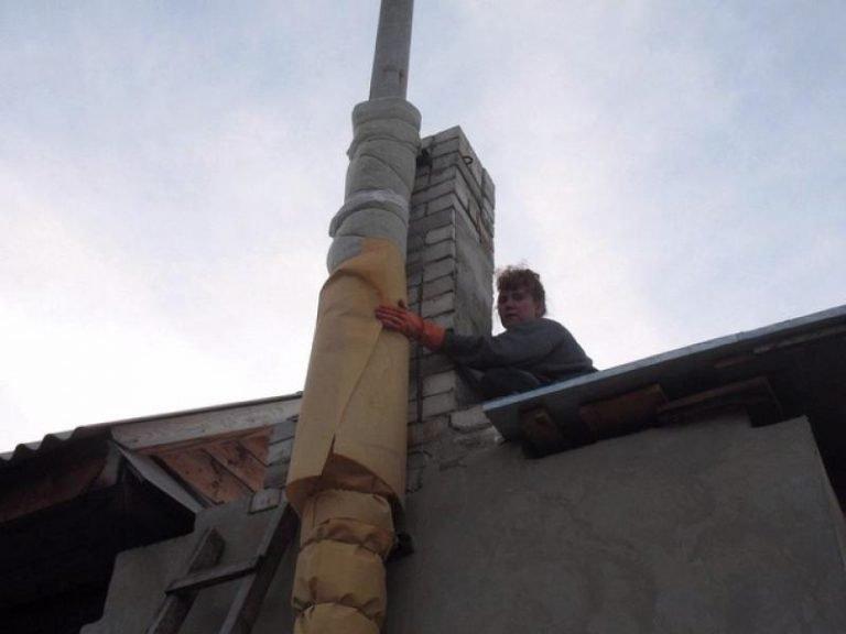Как утеплить трубу дымохода своими руками: выбор материалов, технология, инструкция с фото