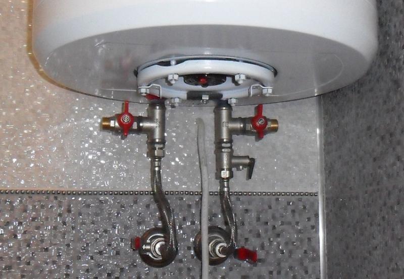 Слить воду из бойлера для его чистки совсем не сложно. учимся у профессионалов