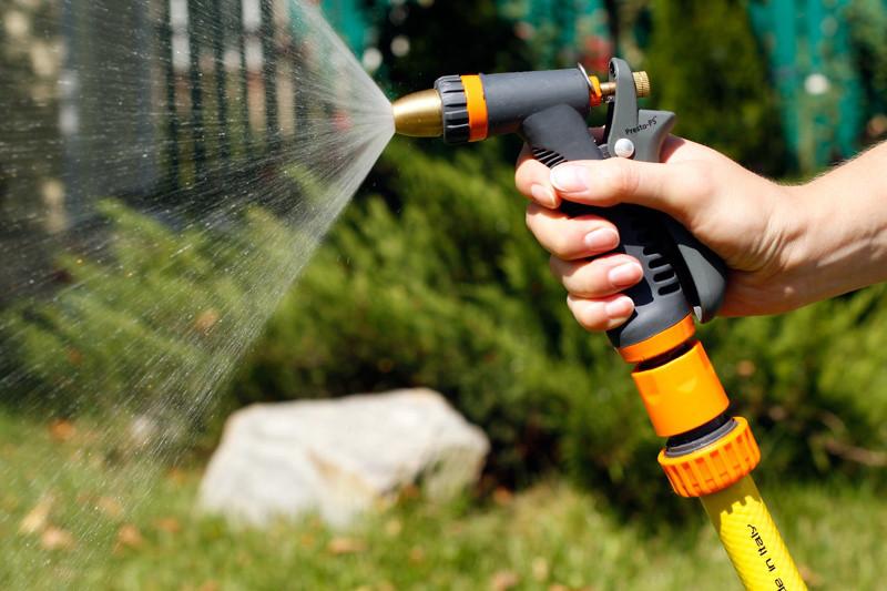 Садовый шланг для полива: 7 советов по выбору