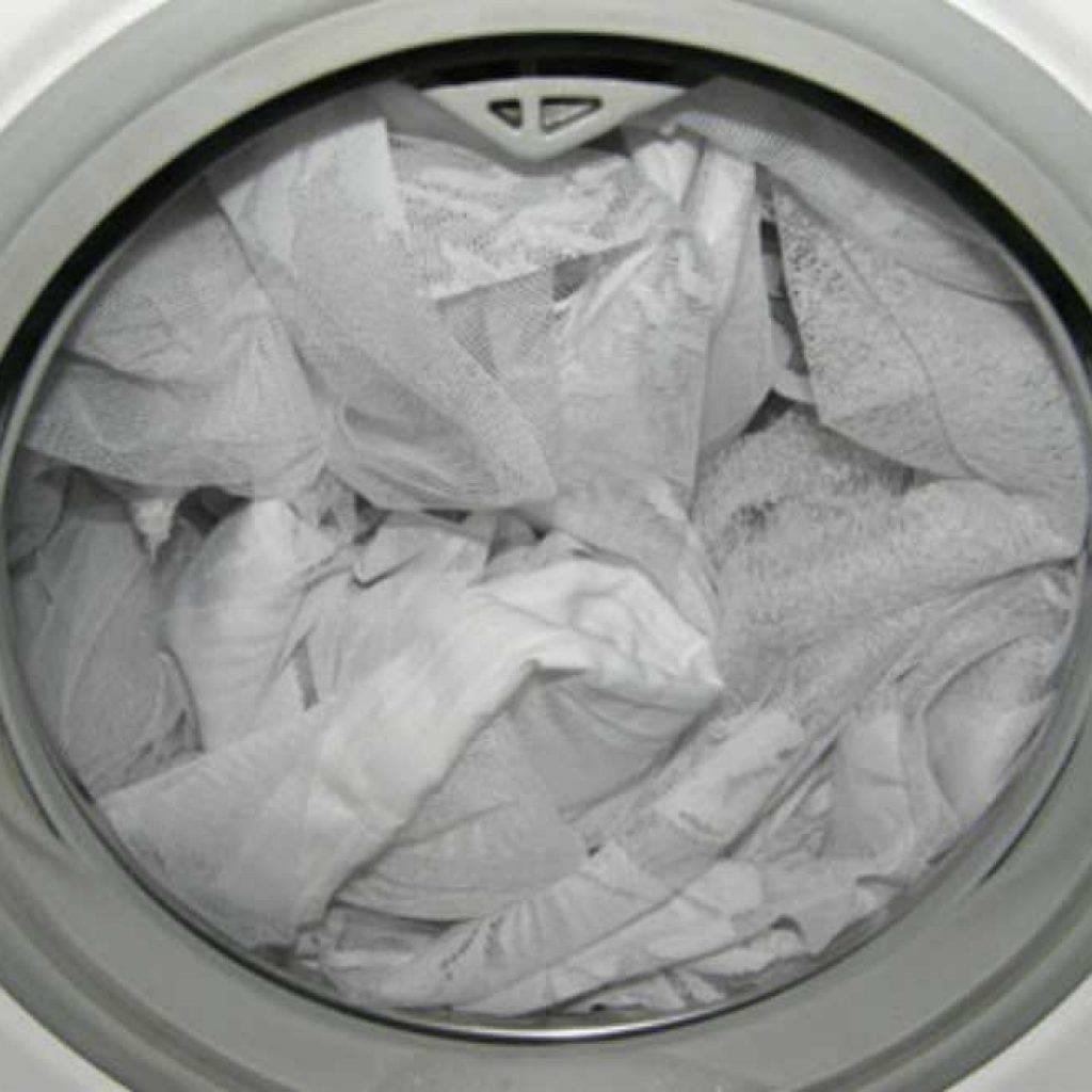 Рулонные шторы из ткани: как стирать не снимая в домашних условиях, чем можно чистить