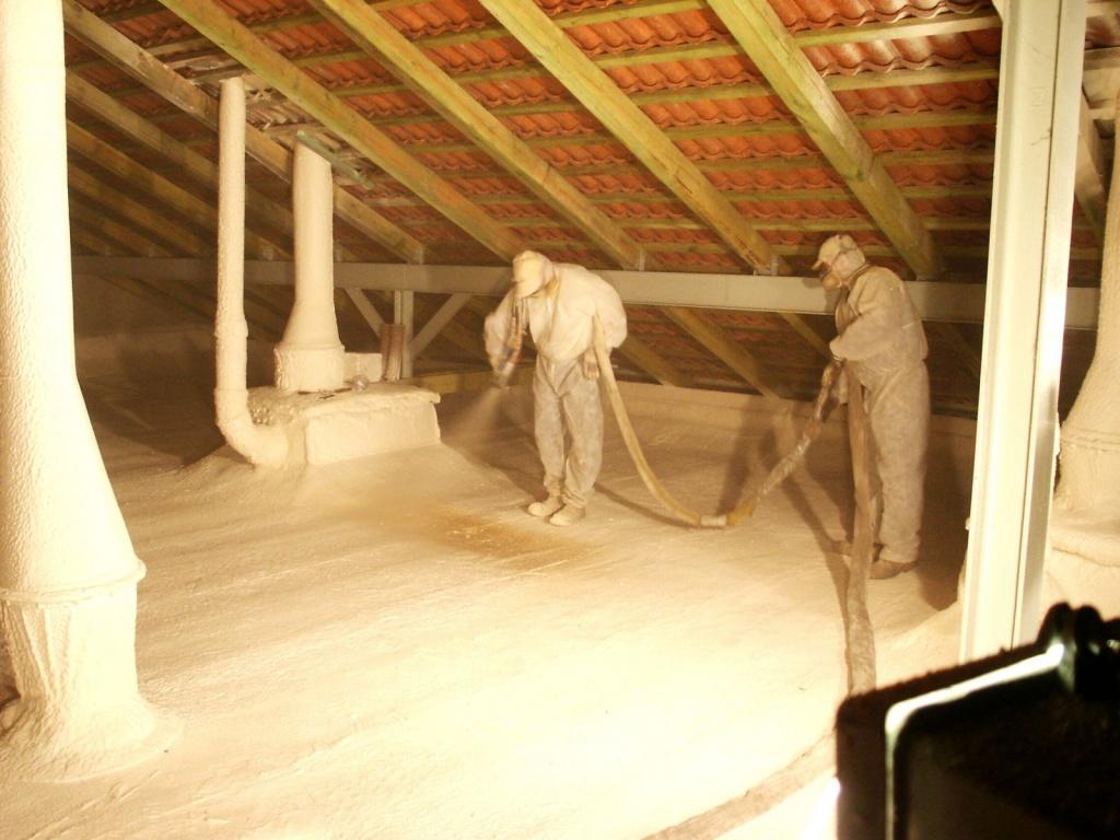 Можно ли утеплять крышу пенопластом и как?