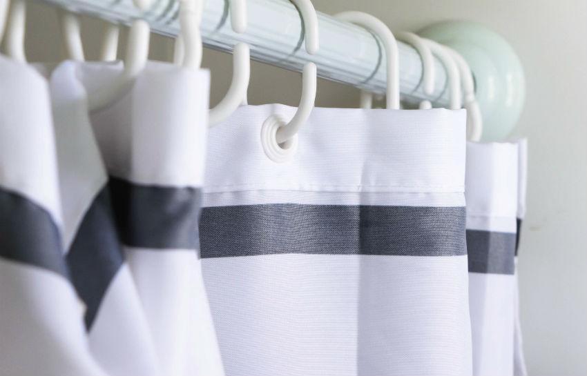 Как правильно стирать шторы для ванной?