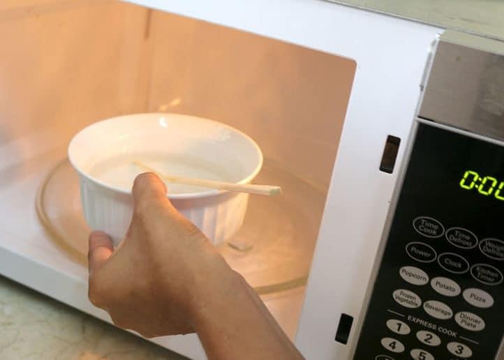 Можно ли греть молоко в кружке в микроволновке