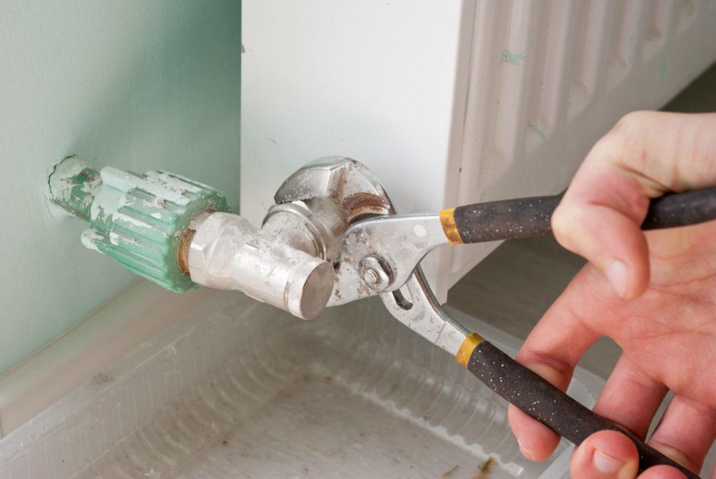 Как устранить течь без опасных последствий: ремонт чугунных радиаторов отопления
