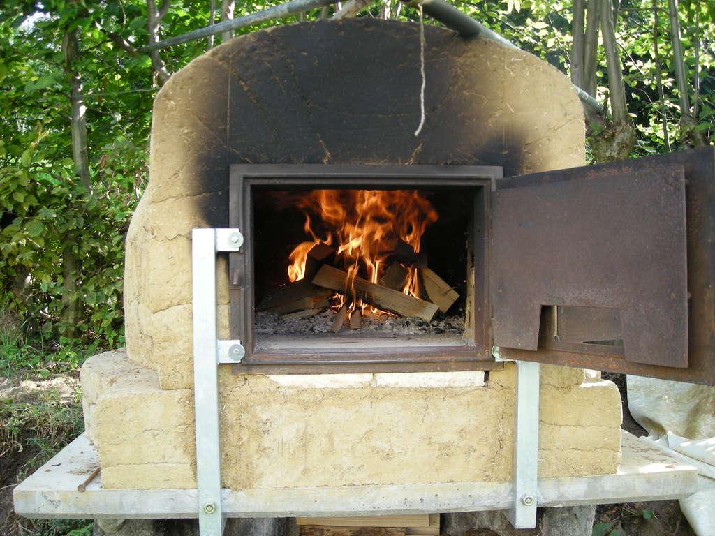 Печь для выпечки хлеба на дровах своими руками: пошаговая инструкция с фото