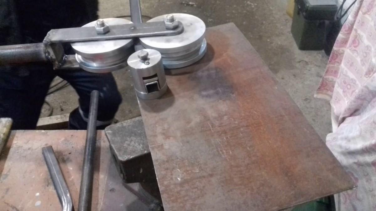 Как сделать трубогиб в домашних условиях: как изготовить дома своими руками, чертежи универсального трубогиба для профильной и круглой трубы