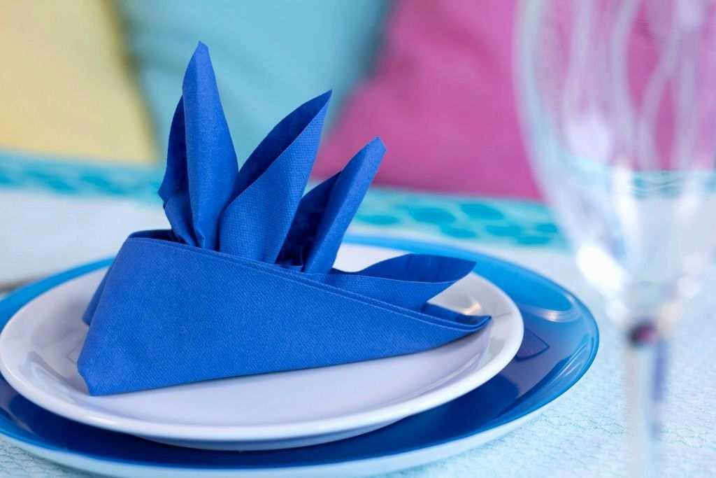Складываем бумажные салфетки для праздничного стола